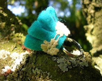 Turquoise felt ring