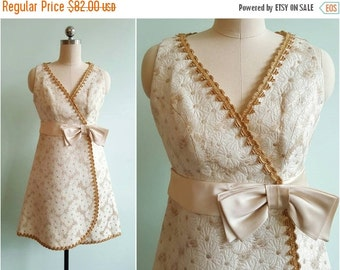 SUMMER SALE // Vintage 1960s Gold Daisy Party Dress | Size Small