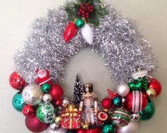 Mid century modern, retro kitschy Christmas wreath