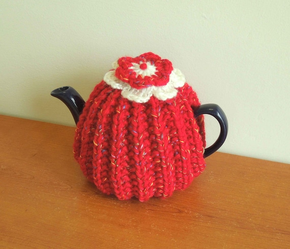 Small knitted tea cosy for a 2 cup teapot 450ml. Flower
