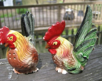 Hen And Rooster Salt And Pepper Shaker Set, Colorful Ceramic, One Cork Stopper, Collectible Set, Vintage Shakers,
