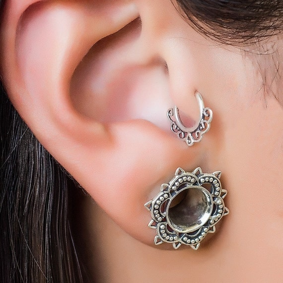 Tragus earring silver/gold/brass. tragus piercing. cartilage hoop. boho jewelry. cartilage piercing. tragus jewelry. cartilage earring.