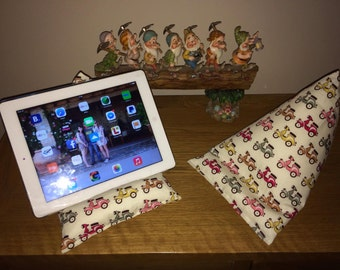 Ipad/tablet beanie cushion 'scooters'