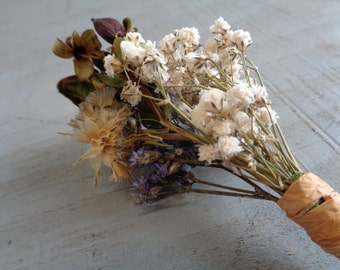 Dried Boutonniere, Dried Flower Boutineer, Rustic Boutonniere, Fall Wedding Boutonniere, Groom Boutonniere, Small Boutonniere, Babys Breath