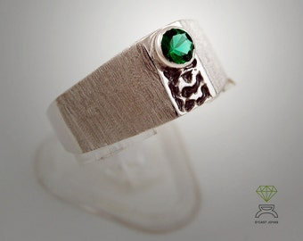 Solitary ring with textures and gem out of center