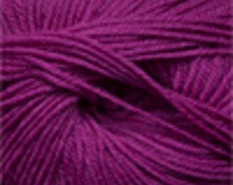 Free Shipping - Cascade Yarns 220 100% Superwash Wool - Raspberry (807)