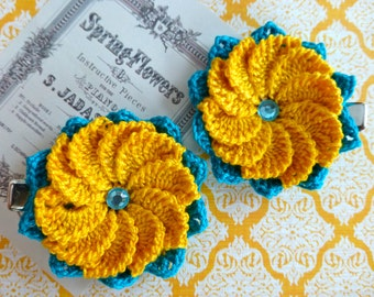 Pair of 10-petal crochet flower clips (Turquoise and Yellow)