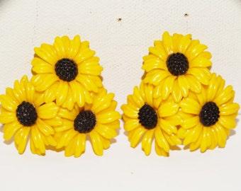 Plastic TRIPLE Yellow Daisy Sunflower Clip-on Earrings.