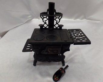 Old Crescent Victorian cast Iron metal miniature salesman sample toy wood cook bake stove oven-great doll accessory!