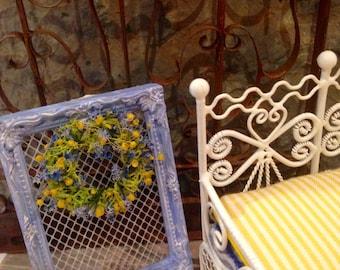 Dollhouse miniature flowers