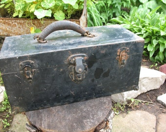 Circa 1920's chest, steel, m5 d28243 military tool chest. Tool box.