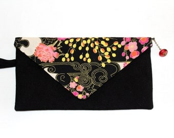 Clutch made of black cotton patterned with white and light pink cherry blossoms