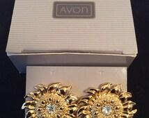 "NEW in Box Vtg AVON Sunny Flower Pierced Earrings Gold and Crystal Diamond Rhinestone Daisy Sunflowers 1 1/4"" Round Shiny Fun Summer Spring"