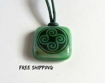 Triskel. Irish jewelry. Scottish jewelry. Witch jewelry. Viking jewelry. Nordic ornament. Irish pendant. Pagan pendant. Pagan necklace. Knot