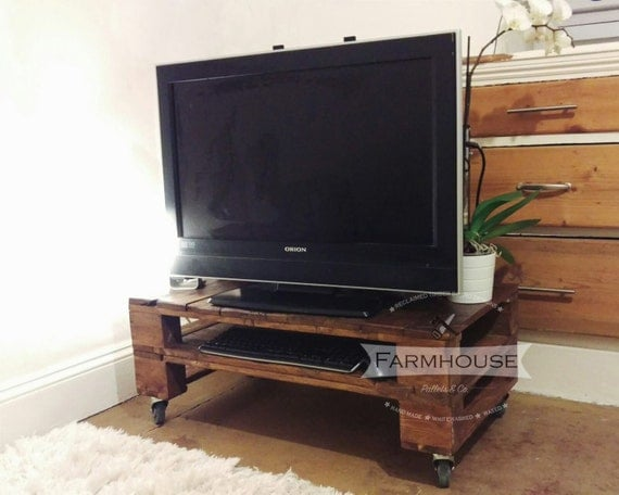 Stained pallet table tele alus in industrial style for Table tele