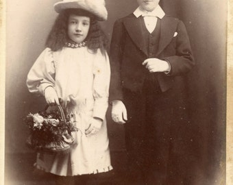 Cabinet card of young lady and gentleman (690)