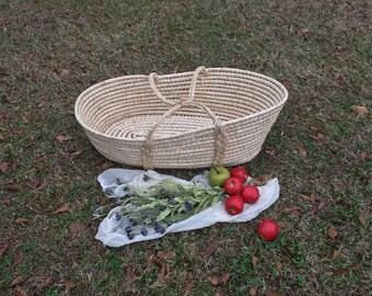 Large Vintage Bassinet / Baby Photo Prop / Moses Basket