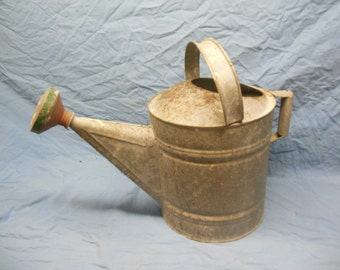 Nice Vintage Distressed Galvanized Metal Watering Can - Shabby Chic Flower Planter Decoration