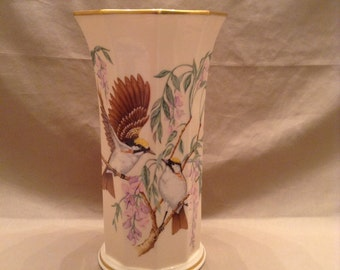 Large Lenox Vase - The Jefferson Vase - Presidential Garden Vase Collection - Fine Ivory China - Made in the USA - Gold marking