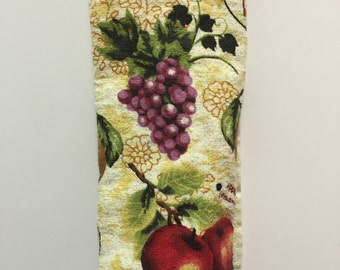 Grapes Kitchen Towel,Grapes Dish Towel,Grapes Hand Towel,Handmade,Grapes Decor,gift for her,Hostess Gift,Grapes Tea Towel,Housewarming Gift