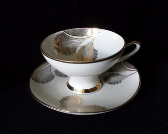 Winterling, Röslau, Bavaria, Germany: exquisite cup and saucer from the 1940s, gold pattern