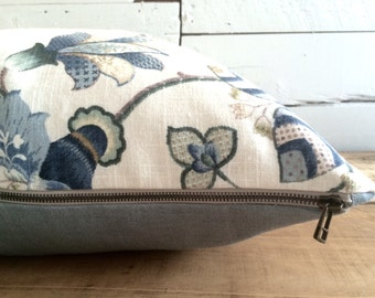 """Set of cushion cover and cushion of feathers """"Floral blue & white, blue cuffed"""" linen, Format: 22"""