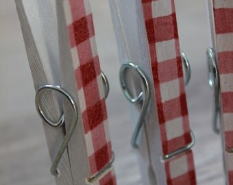 Decorative wooden pegs- 6 pcs, vintage, gingham pattern, red and white, christmas pegs, clothes pegs