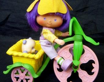 Almond Tea & Marza Panda ride the Stawberry Shortcake Berry Cycle