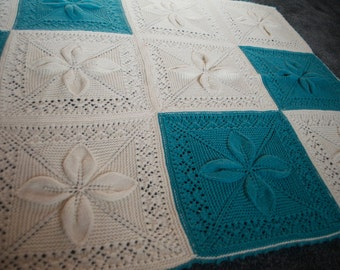 Flower square green and white blanket