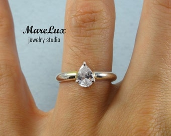 Diamond Pear Cut Gold Ring or Silver Ring, Simulate Diamond, Solitare Ring, Engagement Ring For Ladies