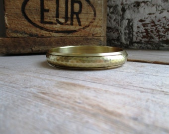 VINTAGE Gehamerde messing armband bangle