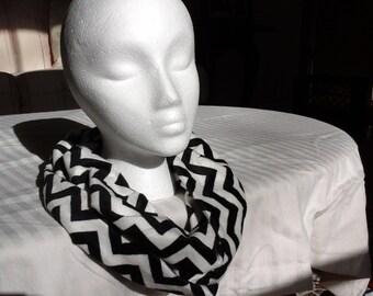Infinity Scarf, Cuddle Soft, Chevron black/white