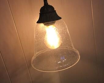 Single hanging pendant light