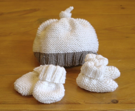Baby Gift Knitting Projects : Easy knitting pattern baby hat booties mittens