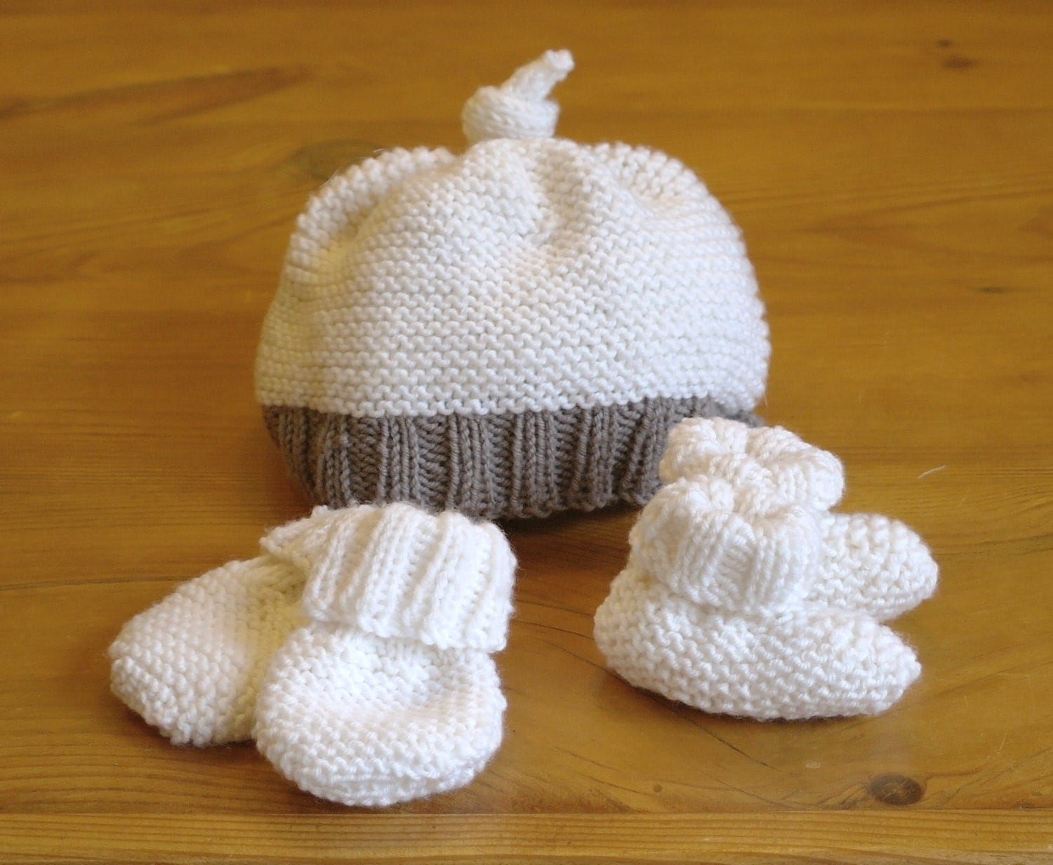 Easy Knitting Pattern: baby hat booties & mittens 3