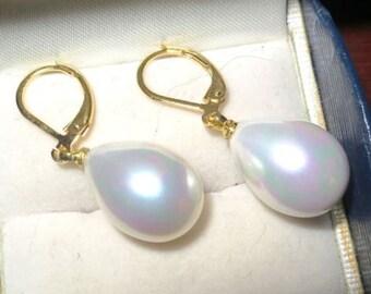 Beautiful white seashell pearl drop earrings