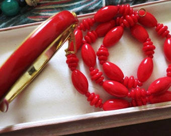 Lovely vintage 1960s red glass necklace and bracelet