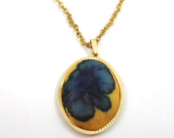 Pendant in yellow and blue silk handmade painted , golden support and chain .