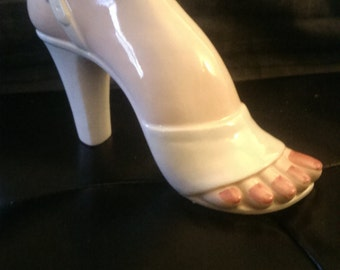 Seymour Mann heeled foot vase, ceramic foot vase