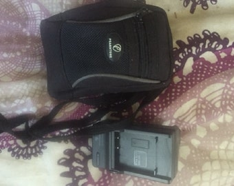 Vintage Sanyo 6 mega pixel movie camer Pearstone with case as is needs battery.