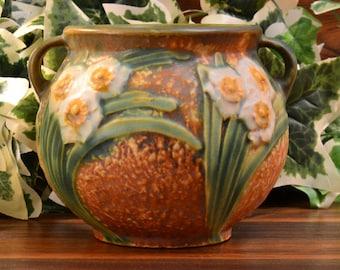Roseville Pottery 1931 Jonquil Handled Vase (Shape 538-4)