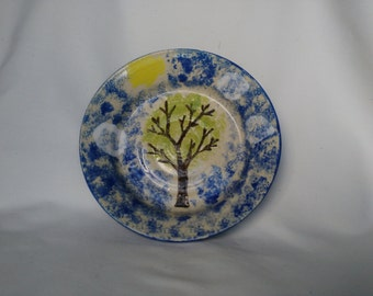 plate with tree and blue sky