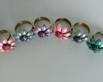 Vintage napkin rings/ Daisy napkin rings/ flower napkin rings/Brass medal napkin rings