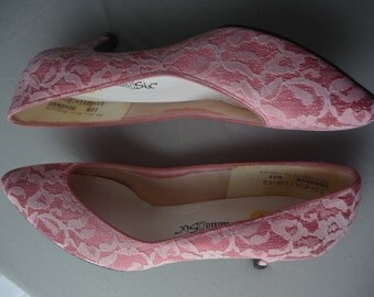 Pretty in Pink vintage satin and lace pumps kitten heels by Studio Six size 10 bridal wedding prom Madonna