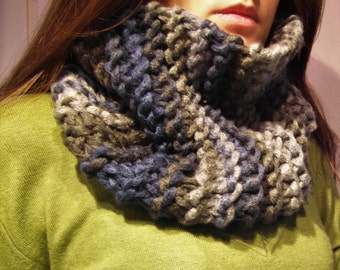 Knitted Infinity Scarf for Women. Women's scarf. Infinity Scarf. Knit Scarf. Handknitted Scarf. Women's Scarves. Winter Scarf. chunky scarf.