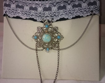 collar lace old charm