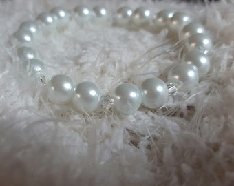 Glass white pearl featuring swarovski crystals