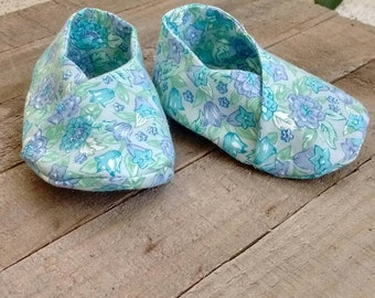 Baby girl shoes, baby booties, kimono style baby shoes