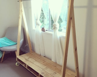 Pallet Clothing Rack - Shipping NOT Included