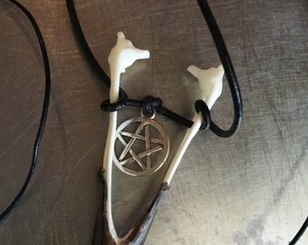 Crow beak necklace pentagram/taxidermy/goth